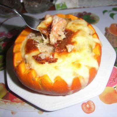 金灿灿的海鲜南瓜焗饭