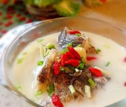 浓香奶白鲈鱼汤(鱼汤怎么炖白)