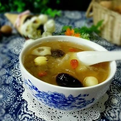 红枣银耳莲子汤