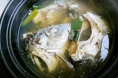 鲤鱼怎么做好吃--清炖鲤鱼