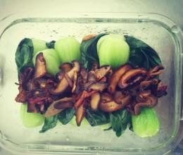 小蘑菇白灼菜心
