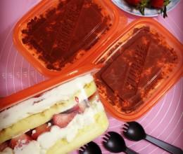 多层鲜奶油水果蛋糕