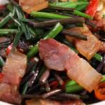 韭薹蕨菜炒腊肉,时鲜的蕨菜,这样炒风味赞!