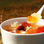 桃胶皂角米蔓越莓银耳羹