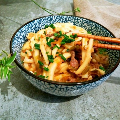 牛肉鸡蛋咸菜年糕汤
