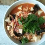 西红柿豆腐金针菇汤