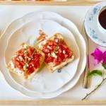 精致的意式番茄夏巴塔早餐