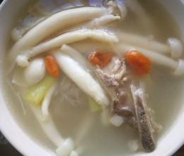 排骨海鲜菇汤