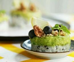 牛油果米饭塔