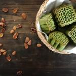 广式抹茶红豆月饼