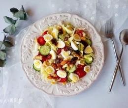 鹌鹑蛋坚果蔬菜沙拉