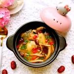 冬季养生食补-菌菇老母鸡汤
