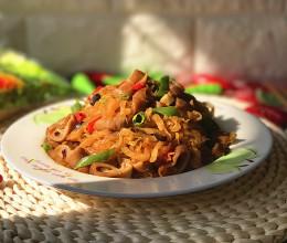 东北酸菜熘肥肠