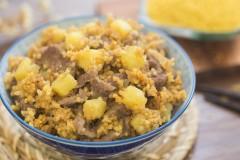 土豆小米焖饭