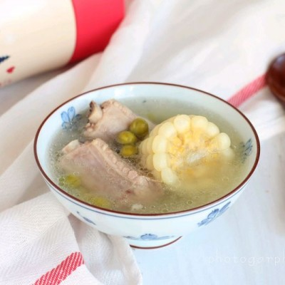 玉米青豆排骨汤#膳魔师移动的小厨房#