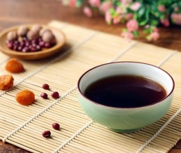 春天不忘䃼血养颜 红豆补血茶