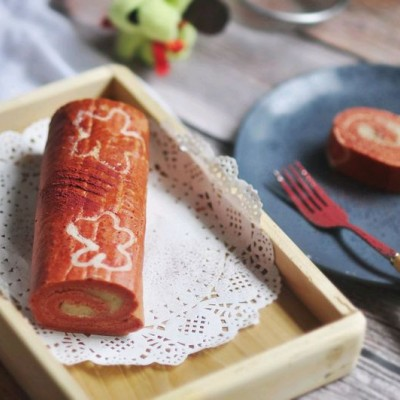 红丝绒手绘蛋糕卷+#重返18岁的少女心美食#