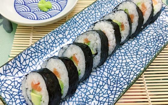 三文鱼牛油果寿司