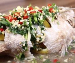 东南亚口味的鲈鱼怎么做?简单,只需三步~