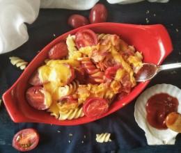 夏日轻食-番茄培根芝士焗面