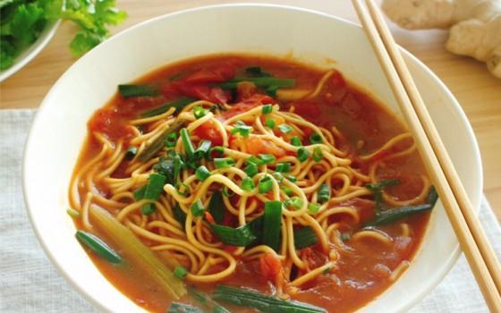 番茄香菜熱湯面