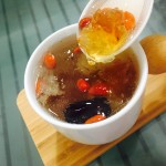 桃胶皂角米雪燕银耳汤
