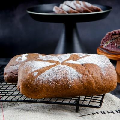 营养又美味的黑谷物面包