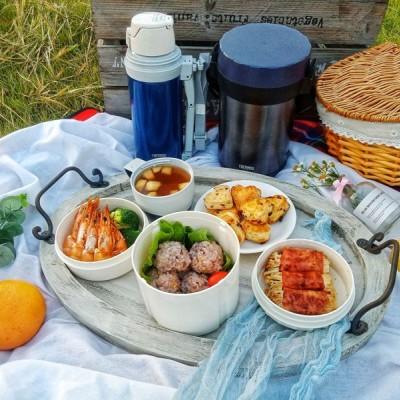 普罗旺斯烤虾+金针菇培根卷+水煮西兰花+饭团+水果茶热饮