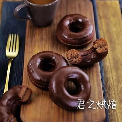 巧克力奶油甜甜圈