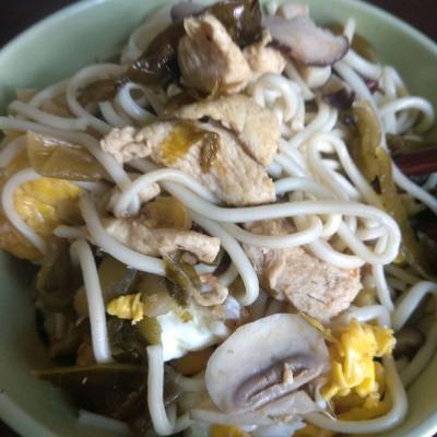 酸菜鸡肉蘑菇面