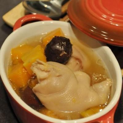 南瓜红枣猪蹄汤