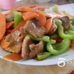 红萝卜青椒炒肉片