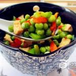 豌豆红椒鸡丁