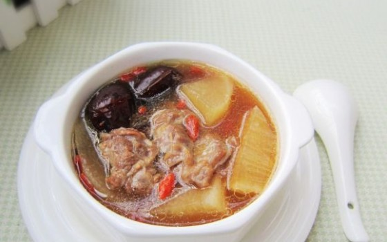 羊腿肉萝卜汤
