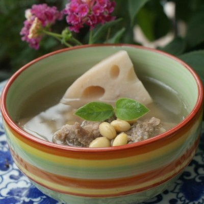 黄豆莲藕猪骨汤