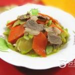 胡萝卜角瓜炒肉片