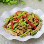 毛芹炒五香豆腐