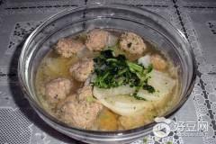 白萝卜汆羊肉丸子汤