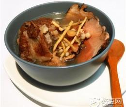 土茯苓茅根炖猪骨
