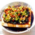 青红椒汁拌皮蛋豆腐