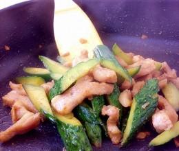 猪颈肉炒青瓜