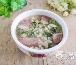 腊肉蚕豆煮枇杷叶