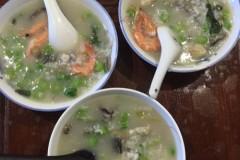 自制海鲜砂锅粥