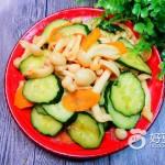 黄瓜凉拌白玉菇
