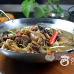 柴鸡炖茶树菇