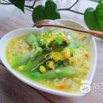 丝瓜煎蛋鲜虾鱼板汤面