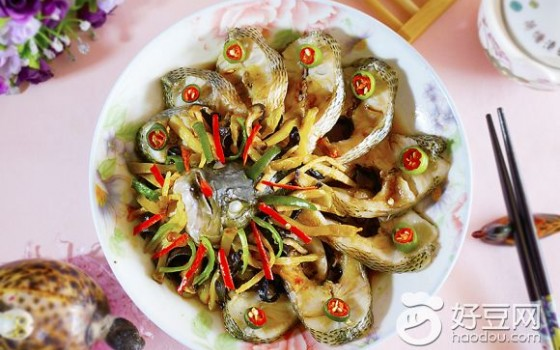 榨菜蒸鲈鱼