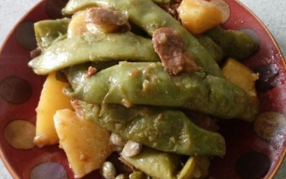 五花肉炖豆角土豆