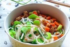 青菜肉末面条