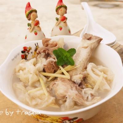酸包菜炖大骨汤